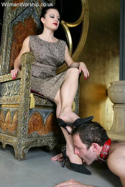 фото раб у ног красивой госпожи